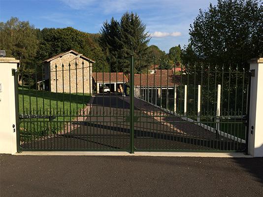 Fabrication pose portail et porte de garage clermont for Garage mestre clermont ferrand
